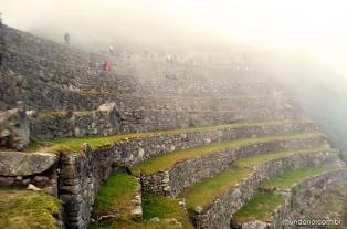 As nuvens encobrindo o sítio arqueológico ainda cedinho da manhã