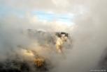 Céu começando a abrir na manhã de Machu Picchu