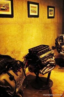 Motores Ferrari e Porsche