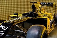 No caminho pro Arco do Triunfo encontramos uma exposição dos carros da Renault