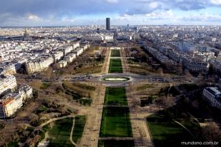 A vista do Jardins du Trocadéro, do alto da Torre