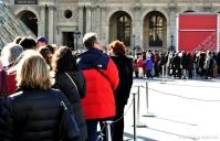 As enormes filas de entrada no Museu do Louvre
