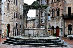 Cisterna na piazza de San Gimignano