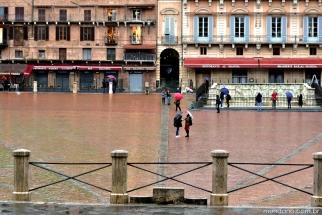 Piazza del Campo onde acontecem as corridas de cavalos