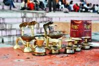 Serpentes para queimar incensos, em homenagem à Shiva