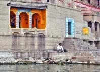 Templo à margem do Gange