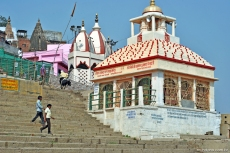 Um dos templos do Manikarnika Ghat