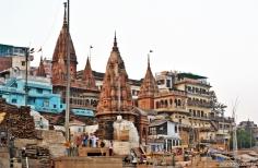 Templos no entorno do Manikarnika Ghat