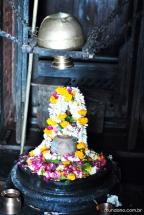 Linga de Shiva ornado